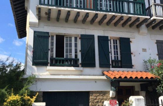 Biarritz    Maison de ville ST CHARLES 6/8 Pers Piscine U122GUG