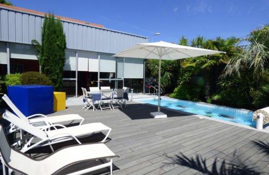 Etonnante Villa  Pur Style Industriel sur Biarritz