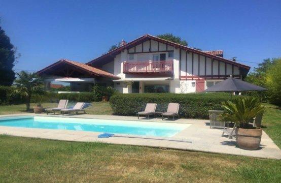 ARBONNE Villa Basque 8 PERS Piscine chauffée REF W009ARB