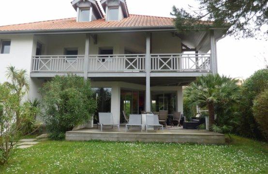 Biarritz Saint CHARLES Villa 8 PERS  REF W110 PEY